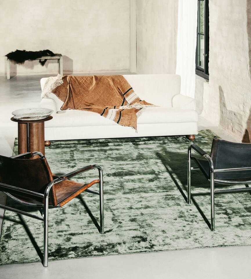Alfombra viscosa moderno verde  en salón.